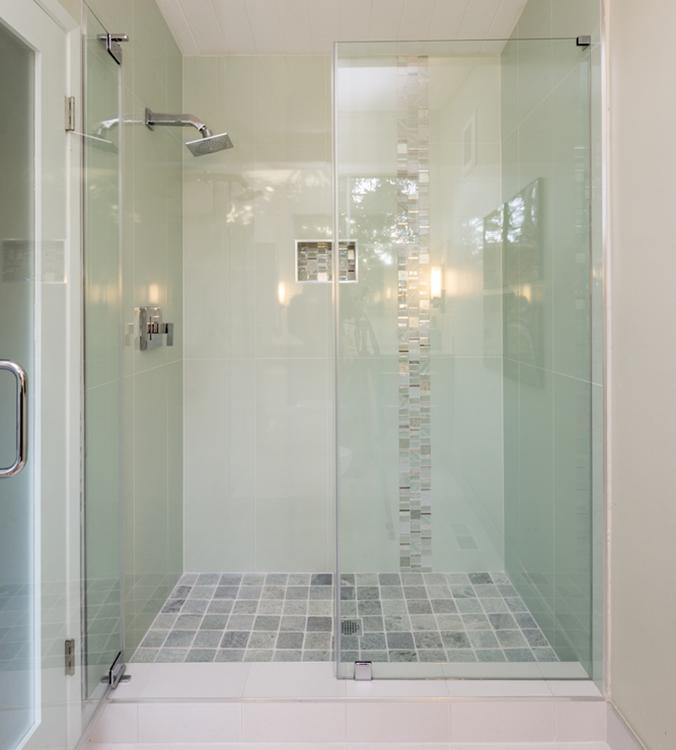 Ba o peque o con ducha empotrada reformas malaga sermul - Diseno de banos con plato de ducha ...